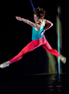 Dancer: Sarah Navarrete. Photo: Manuel Rottenberg.